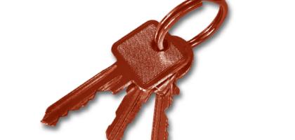 drei rot eingefärbte Schlüssel am Ring