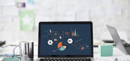 Laptopscreen zeigt allgemeine Infografiken