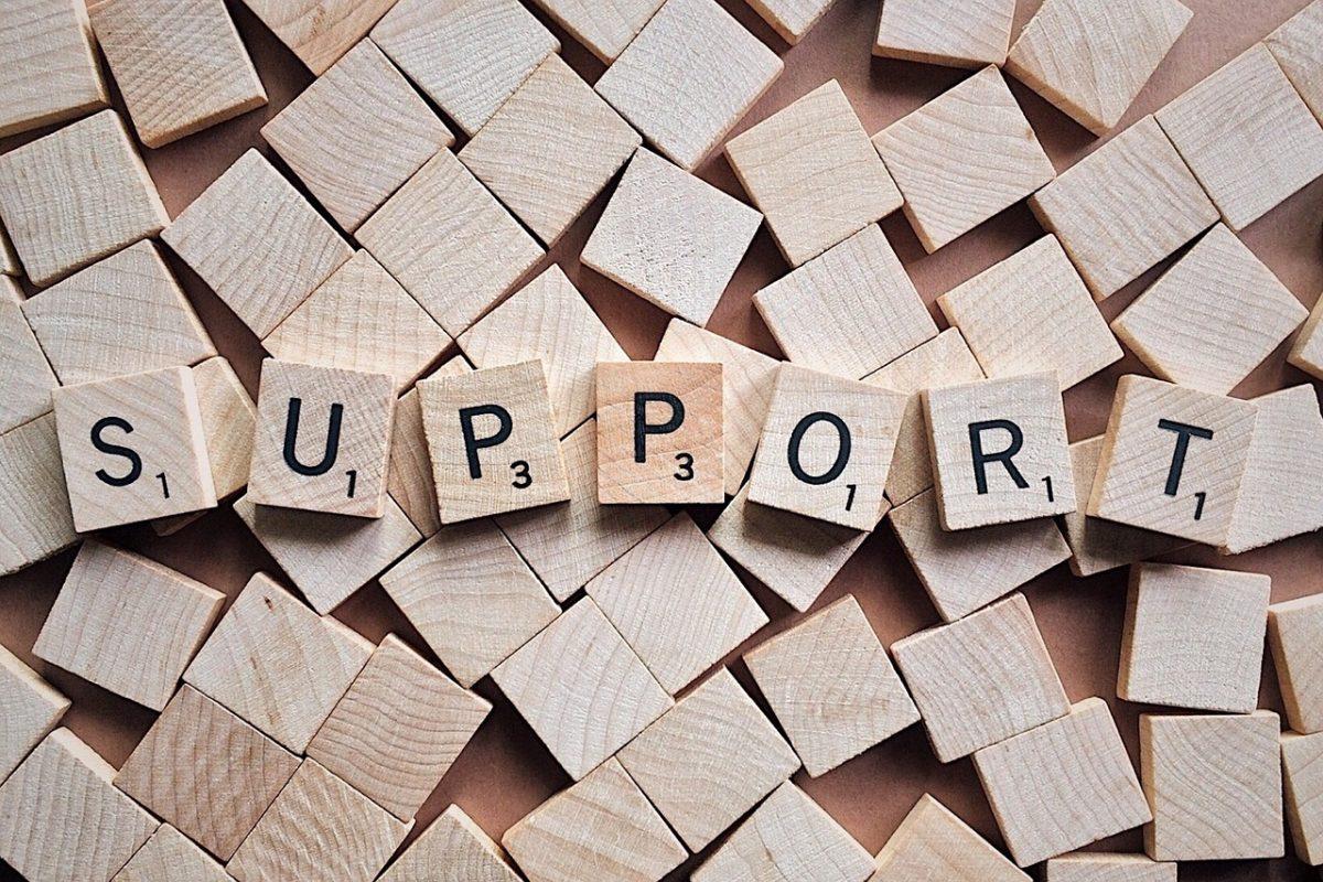 Scrabble Steine zeigen das Wort Support
